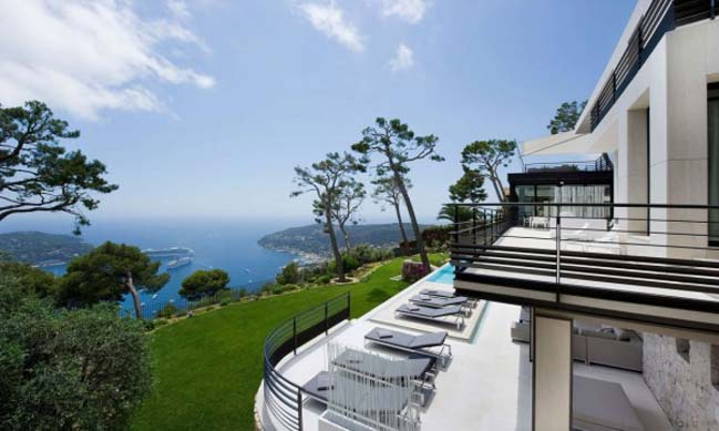 Magnificent villa on bay of Villefranche