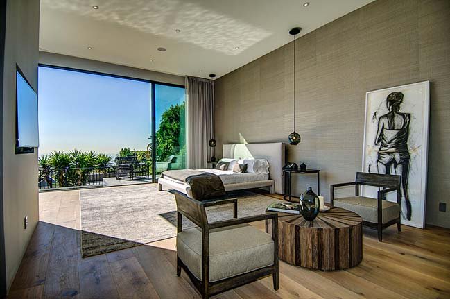 Enjoy the luxury villa overlooking the beautiful city