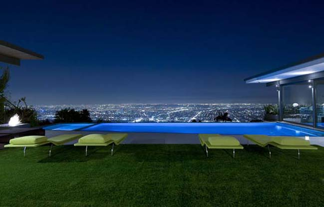 breathtaking-villa-in-the-hollywood-hills-04.jpg