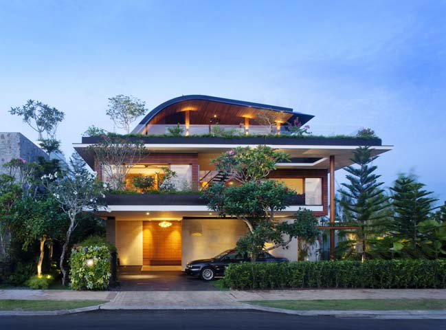 Green nature villa in Singapore