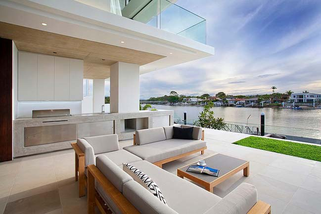 Luxury villa with stunning river-view