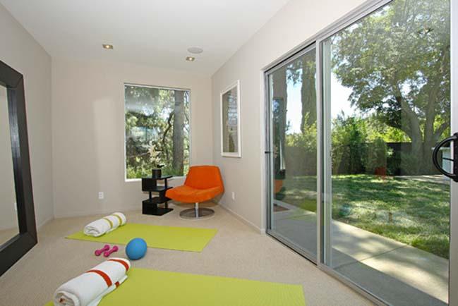 Midcentury modern villa of Miley Cyrus