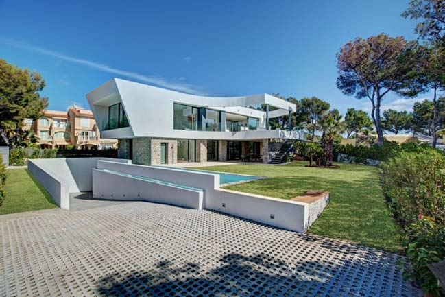 Contemporary villa by Signature Estate