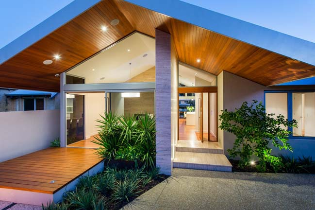 Open gable pitched roof house by mountford architects for Modern gable roof house