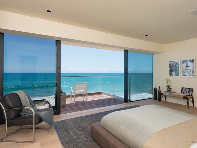 Malibu frontbeach villa with generous 270 views