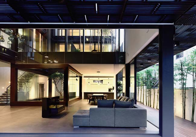 Vertical court villa by Hyla Architects