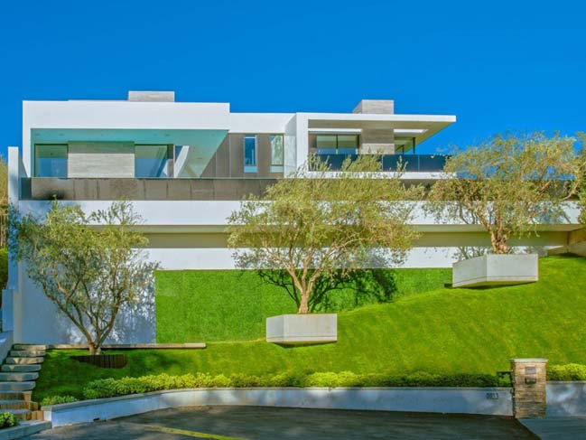 Beverly Grove villa by Avi Osadon