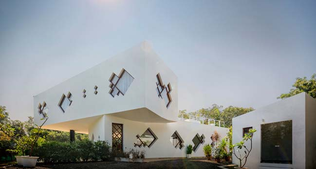 Tomoe villa in India by Note-D
