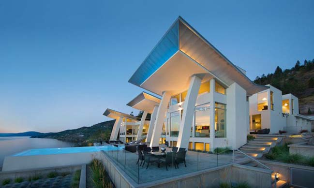 Ultramodern and luxury villa by lake