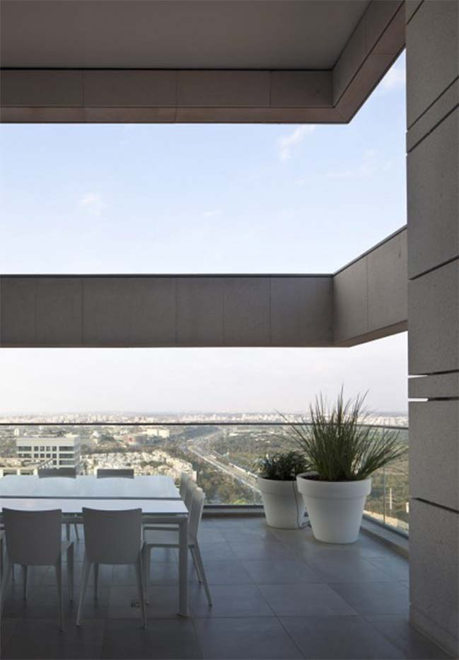 Luxury apartment in Tel Aviv by pisou kedem architect