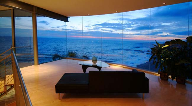 Luxury glass villa in los angeles for Glass houses for sale in california