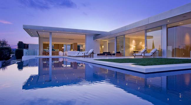 Luxury contemporary villa in sunset strip la