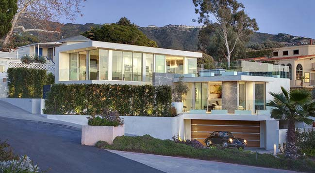 Seacliff luxury villa by mcclean design for Home designers los angeles