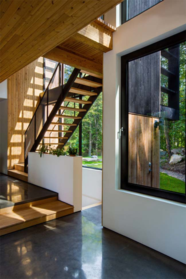 Natural light villa by Thellend Fortin Architects