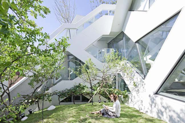 Blooming House by IROJE KHM Architects