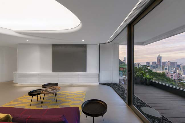 Elegant apartment with luminous ceiling by NCDA