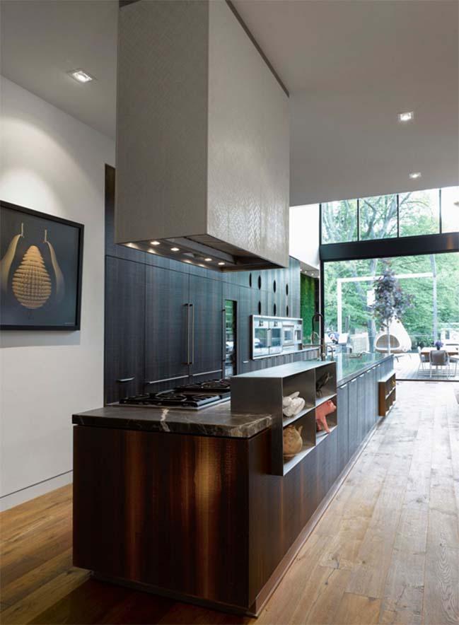 Aldo House: Modern villa with an interior bamboo garden