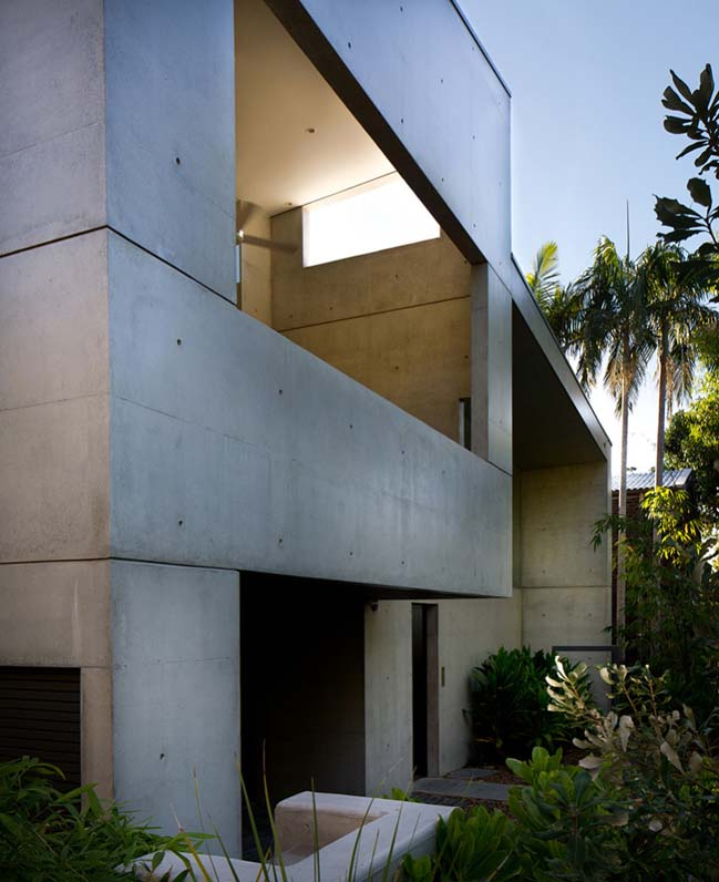 Concrete Beach House by Teeland Architects
