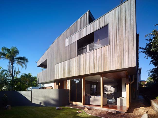 Sunshine Beach House by Shaun Lockyer Architects