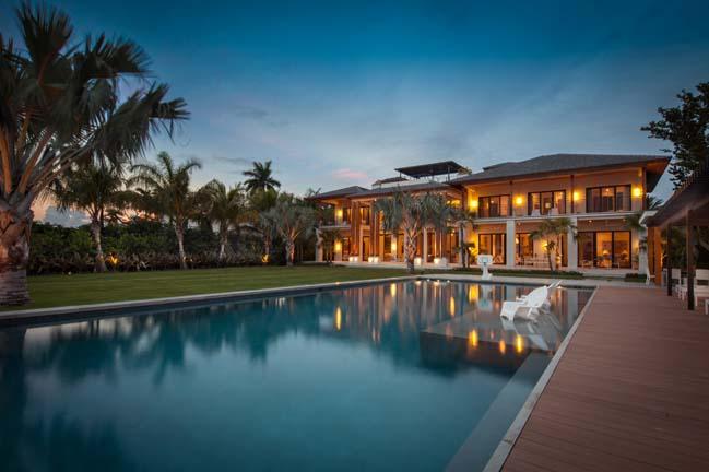 Miami Beach Residence by KKAID