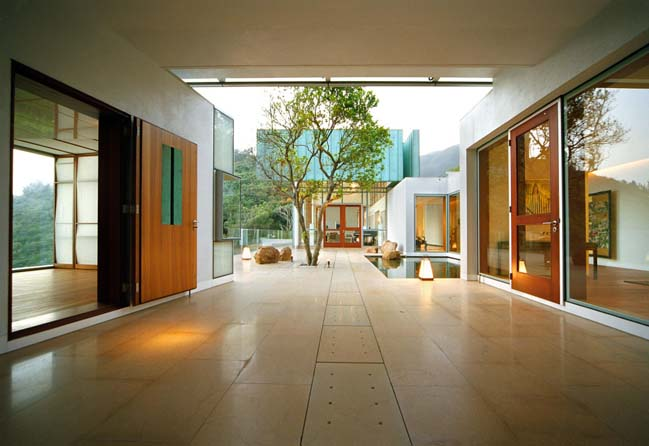 Hong Kong House by Guida Moseley Brown Architects