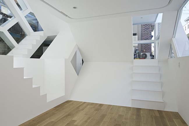 S House: Modern glass townhouse by Yuusuke Karasawa