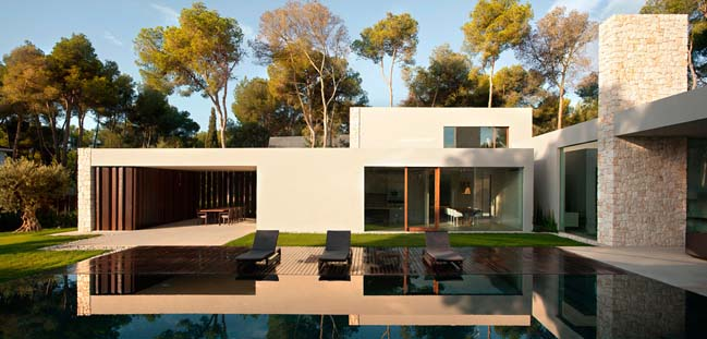 El Bosque House by Ramon Esteve Estudio