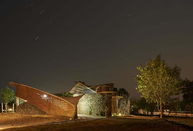 The Brick House by iStudio Architecture