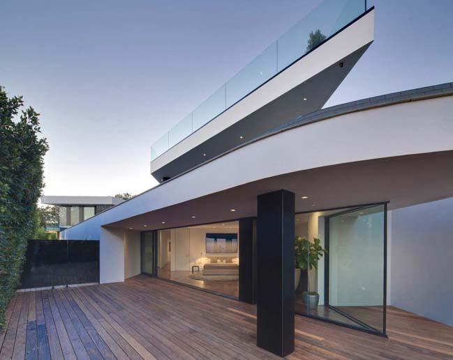 T-1 luxury villa in Los Angeles by McClean Design
