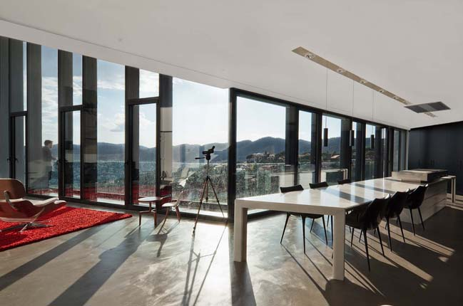 X House: Amazing single family house in Barcelona