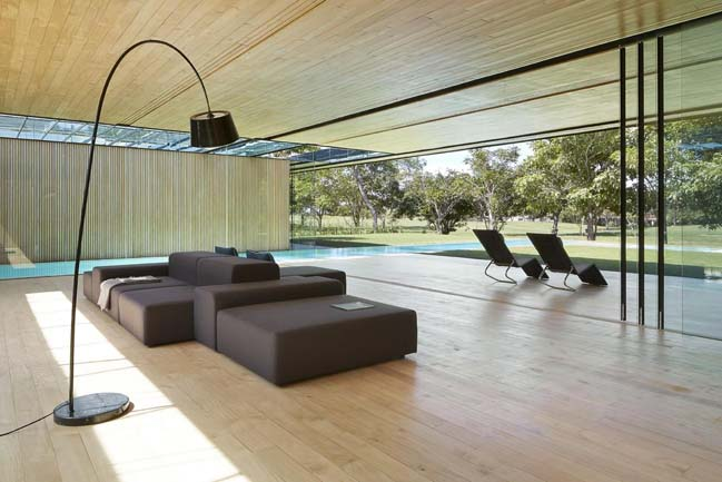 Inout House by Joan Puigcorbé
