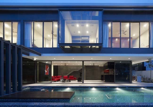 Modern house with floating structure by HYLA Architects