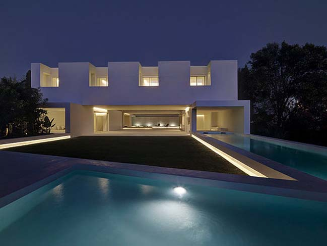 Luxury residence in Spain by Gus Wustemann Architects