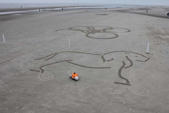 BeachBot - Autonomous robot create sand art