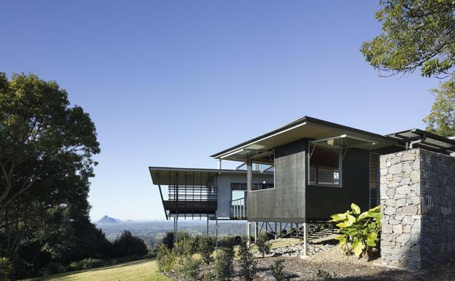 The Glass House Mountain House by Bark Design