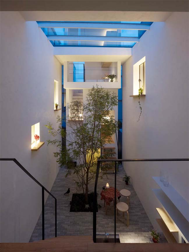 Modern townhouse with central courtyard