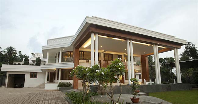 Luxury villa in India by ZZ Architects