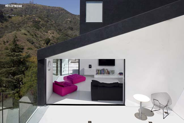 Hillside house in Hollywood Hills by XTEN Architecture