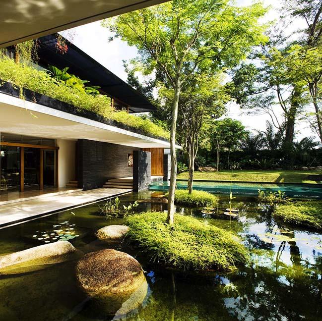 Luxury villa with seamless integration of nature