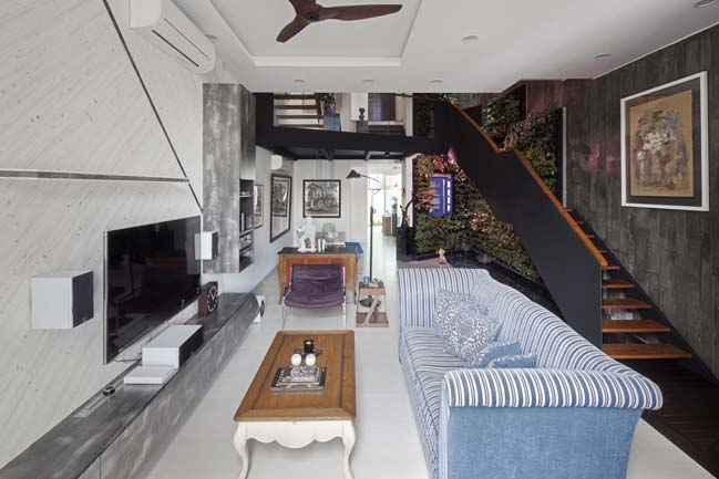 Modern townhouse by Envelope Architects