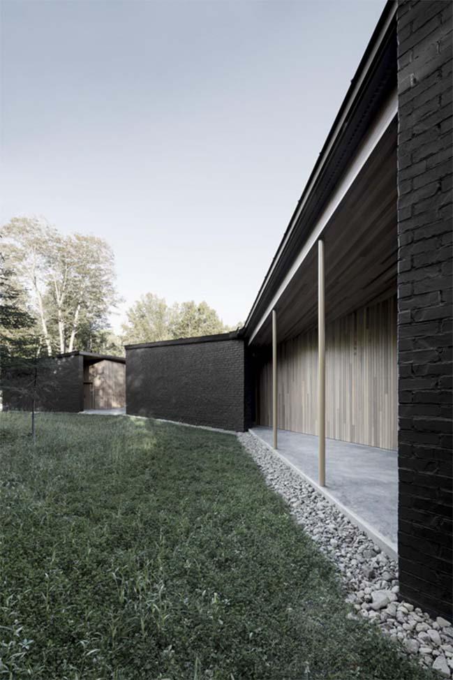 Screen House by Alain Carle Architecte