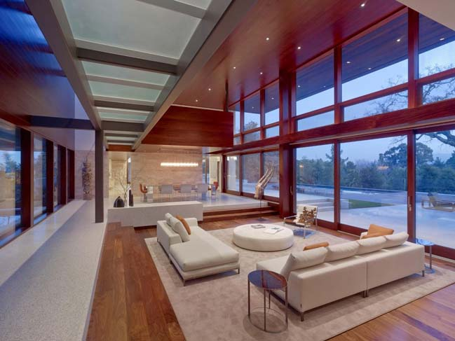 Luxury villa in California by Swatt Miers