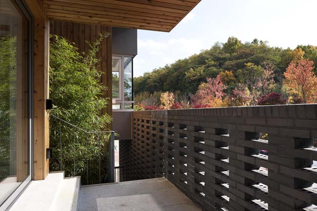 Kangaroo House by Hyunjoon Yoo Architects
