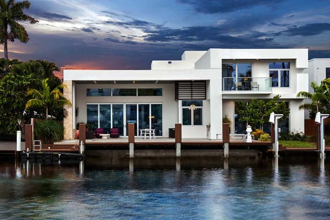 Waterfront modern villa by In-Site Design Group