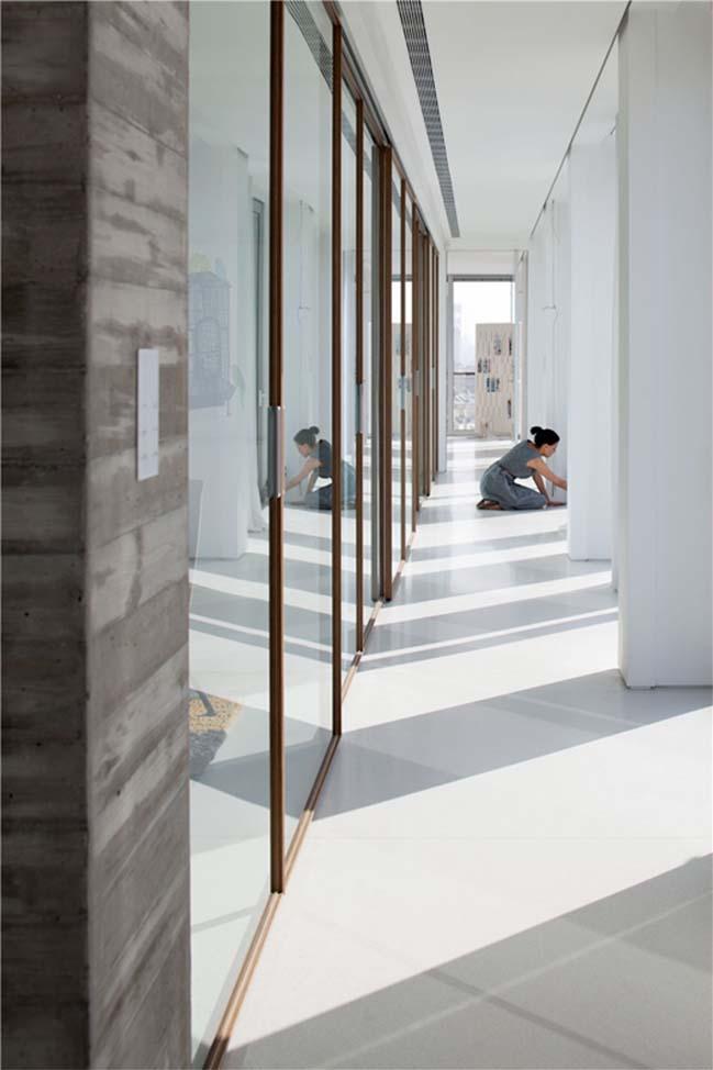 Transparent penthouse by Pitsou Kedem Architect