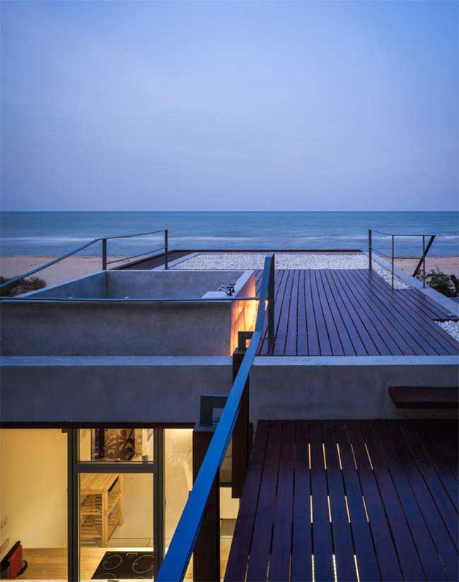 Beachfront house by Beautbureau
