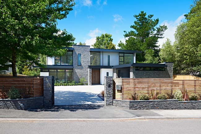 Luxurious detached house in UK