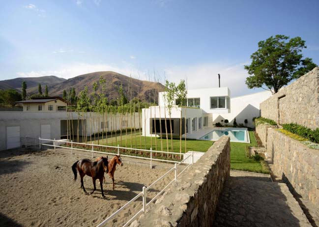 Modern villa by Sohrab Rafat Architecture Group