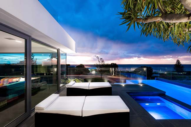 Luxury villa in Perth by Hillam Architects