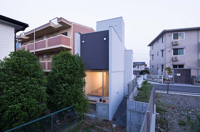 Narrow house by FORM / Kouichi Kimura Architects